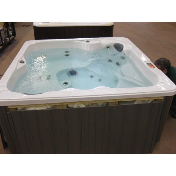 Boblebad Flame Comfort er et billig og fint massasjebad