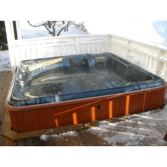 Boblebad Ultra Wave er et stort utendørs massasjebad