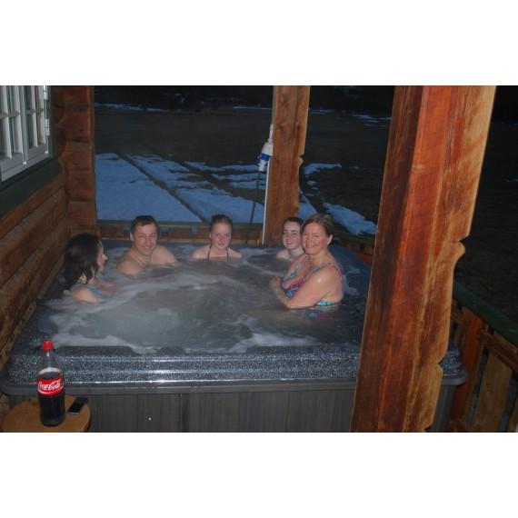 Boblebad Aurora Wave er et stort massasjebad for hele familien